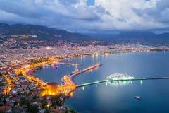 在日落,土耳其以后的阿拉尼亚港口 免版税库存照片