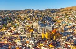 在日落,墨西哥的瓜纳华托州都市风景 免版税图库摄影