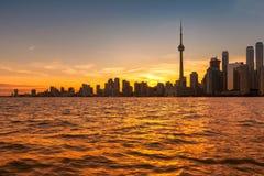 在日落,安大略,加拿大的多伦多地平线 库存图片