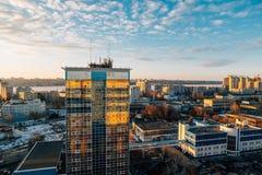 在日落,沃罗涅日市,有城市分界线的,云彩全景的都市都市风景 免版税图库摄影