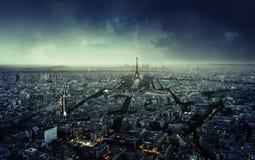 在日落,法国的巴黎地平线 免版税库存照片