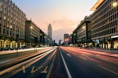 在日落,米兰,意大利的都市风景 库存图片
