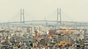 在日落,胡志明市的富美桥梁, 库存图片