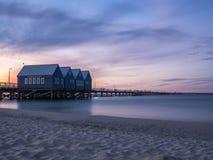 在日落,西澳州的Busselton跳船 库存照片