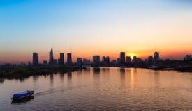 在日落,越南的西贡地平线 免版税库存图片