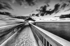 在日落,迈尔斯堡-佛罗里达的跳船 图库摄影