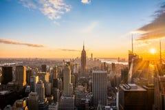 在日落,从岩石的上面, Rockfeller中心,美国的看法的纽约曼哈顿地平线 免版税库存图片