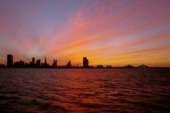 在日落, HDR期间的巴林地平线 免版税图库摄影