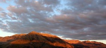 在日落, madonie,西西里岛的落矶山脉 免版税图库摄影