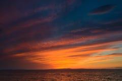 在日落以后的剧烈的天空 免版税库存照片