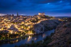 在日落以后的托莱多,卡斯提尔La Mancha,西班牙 免版税库存图片