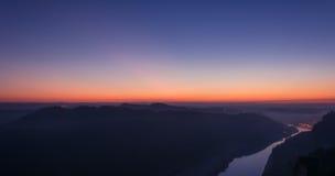 在日落以后的易北河 图库摄影