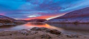 在日落以后的湖鲍威尔 免版税图库摄影