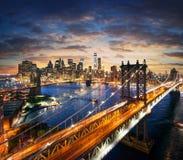 在日落以后的纽约-曼哈顿-美好的都市风景 库存照片