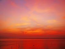 在日落以后的美丽的天空海上 库存图片