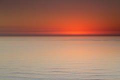 在日落以后的美好的海景沿Clearwater海滩佛罗里达 免版税库存照片