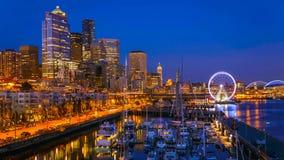 在日落以后的西雅图江边 免版税库存图片