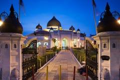 在日落以后的Kapitan Keling清真寺,槟榔岛 免版税图库摄影