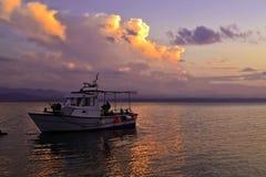在日落2的小船 库存照片