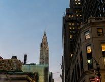 在日落-纽约,美国的克莱斯勒大厦 库存照片