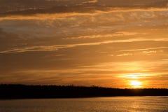 在日落水 图库摄影