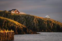 在日落- Stykkishà ³ lmur的冰岛风景 库存照片
