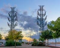 在日落II的高压塔 库存图片