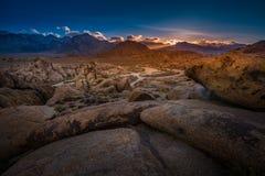在日落Mt惠特尼的阿拉巴马小山在背景中 库存照片