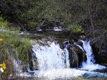 在日落Plitvice的美丽的瀑布 库存图片