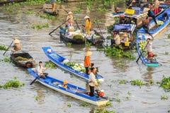 在旧历新年的Nga Nam浮动市场 库存图片