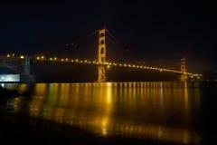 在旧金山湾的金门桥在晚上 免版税库存照片