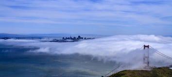 在旧金山湾的雾 免版税库存照片