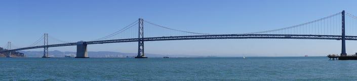 在旧金山经营的海湾桥梁向奥克兰 免版税图库摄影