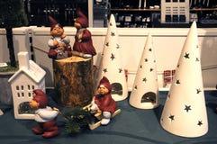 在早圣诞节购物的圣诞节项目 库存照片