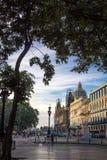 在早晨光的哈瓦那旧城中心 免版税库存照片