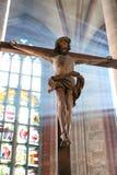 在早晨光的在十字架上钉死 库存照片