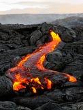 在早晨光的夏威夷Kilauea流动的熔岩 免版税库存照片