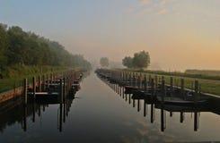 在早晨光的码头 免版税库存图片