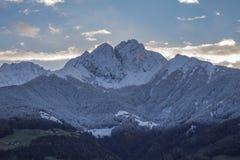 在早晨光的高山山 图库摄影