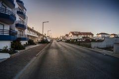 在早晨时间的清楚的城市道路 库存图片