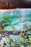 在早晨星期日之下的Jiuzhaigou湖 库存照片