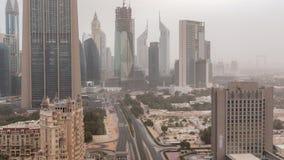 在早晨空中timelapse的迪拜街市地平线与在高速公路的交通 股票录像