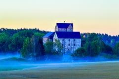 在早晨雾的城堡 库存照片