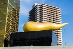 在旭区啤酒城的旭区火焰在Sumida 免版税库存图片