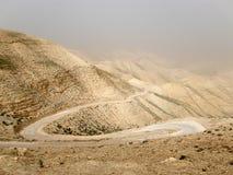 在旱谷Qelt i., Judean沙漠,以色列的沙尘暴 库存图片