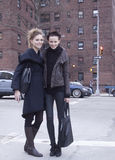 在时尚星期期间,双时装模特儿街道样式 库存照片