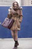 在时尚星期期间,时装模特儿街道样式 免版税库存图片
