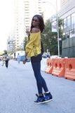 在时尚星期期间,黑时装模特儿夏天街道样式 免版税库存照片