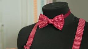 在时装模特的红色弓领带 股票视频