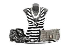 在时装模特的镶边女衬衫与配比的辅助部件 免版税库存图片